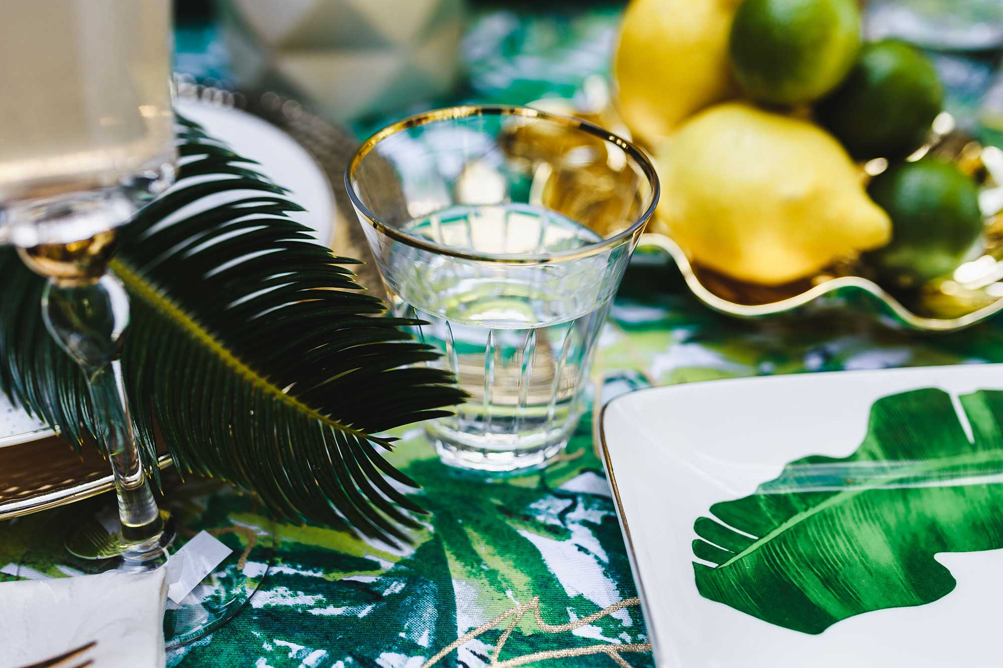 kaboompics_Elegant-Exotic-Table-Decor
