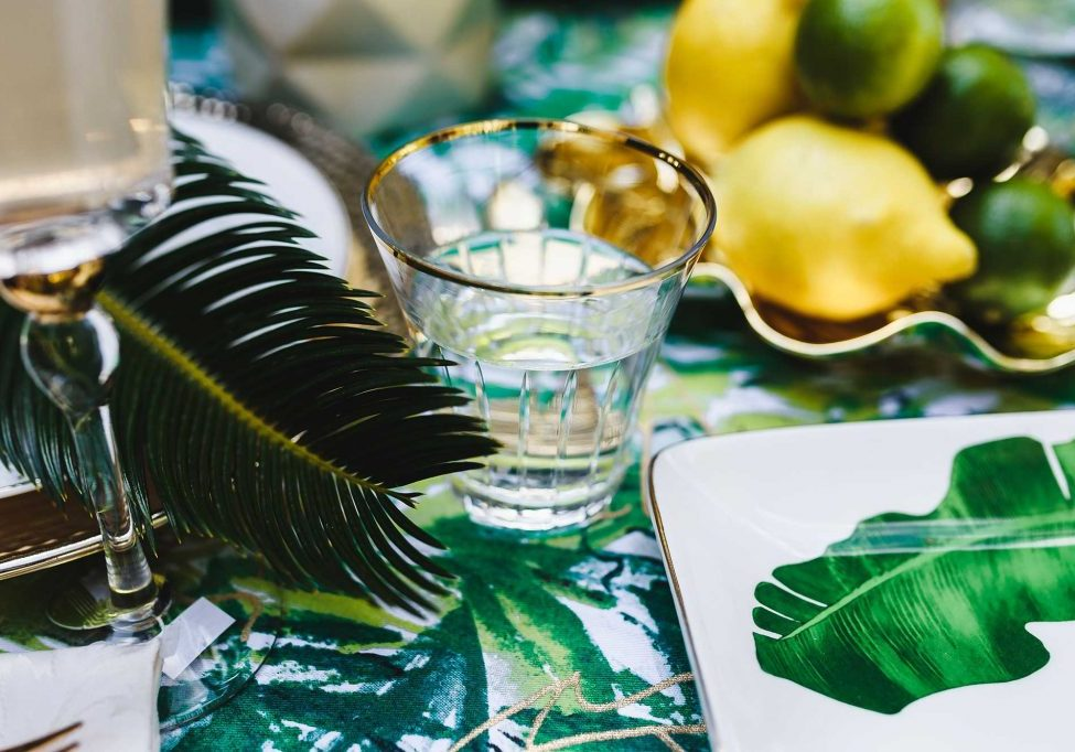 kaboompics_Elegant-Exotic-Table-Decor